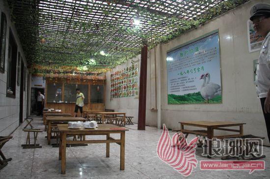 青岛栈桥烧烤店已经将店面内部装修成田园风格,将以前在门